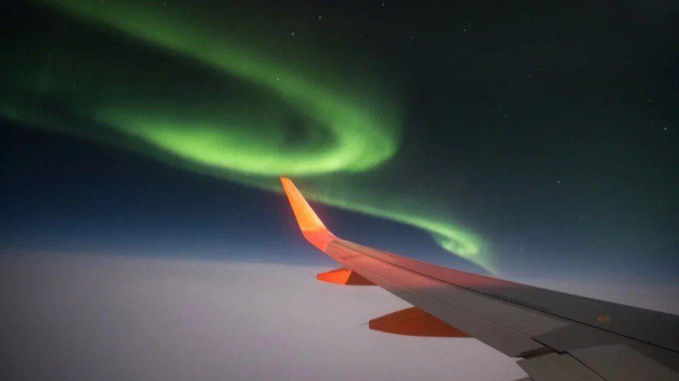 Северное сияние из окна самолёта!