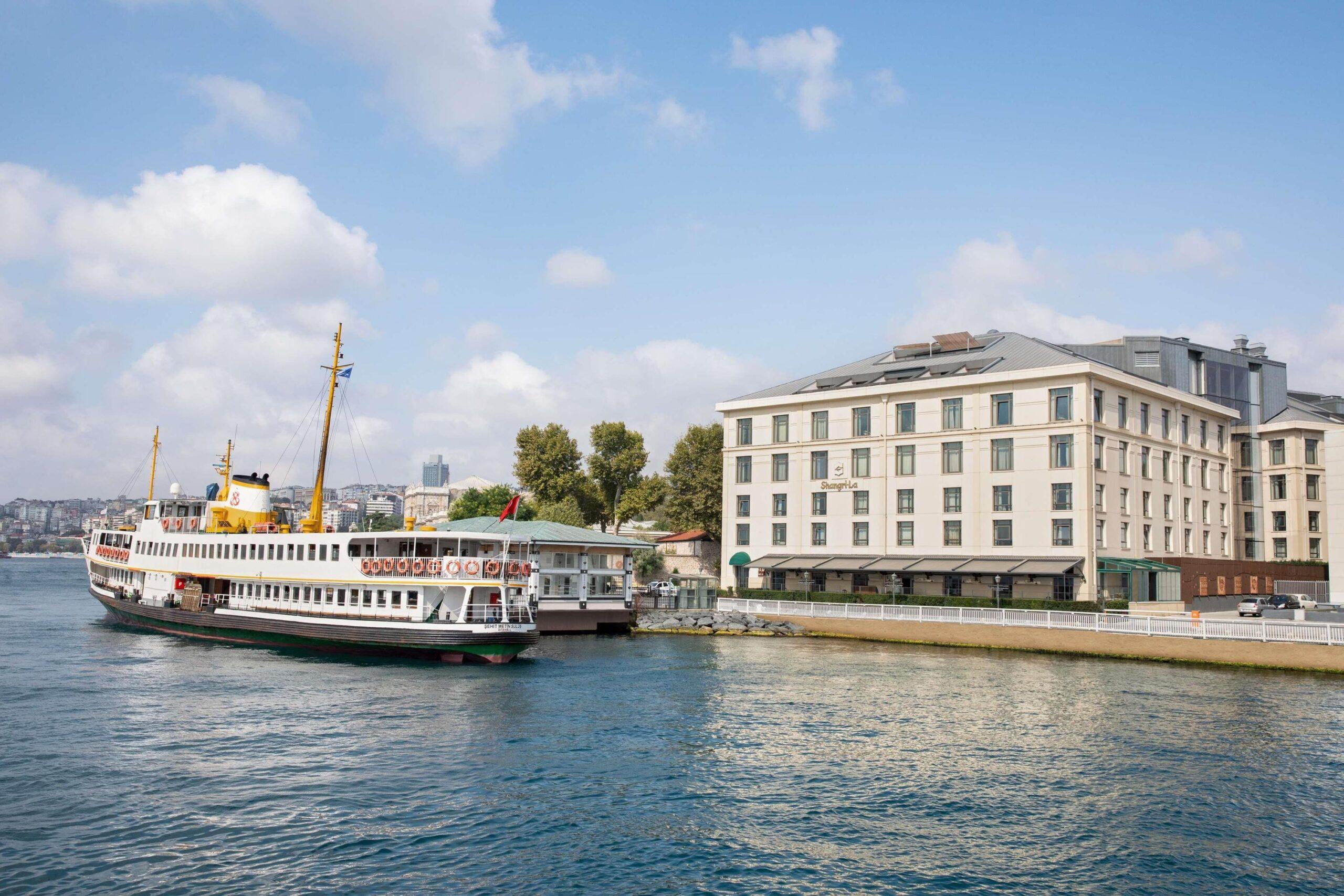 <span>«ИГРИСТЫЙ» БОСФОР!<br>SHANGRI-LA приглашает в ретро-путешествие по Стамбулу</span>
