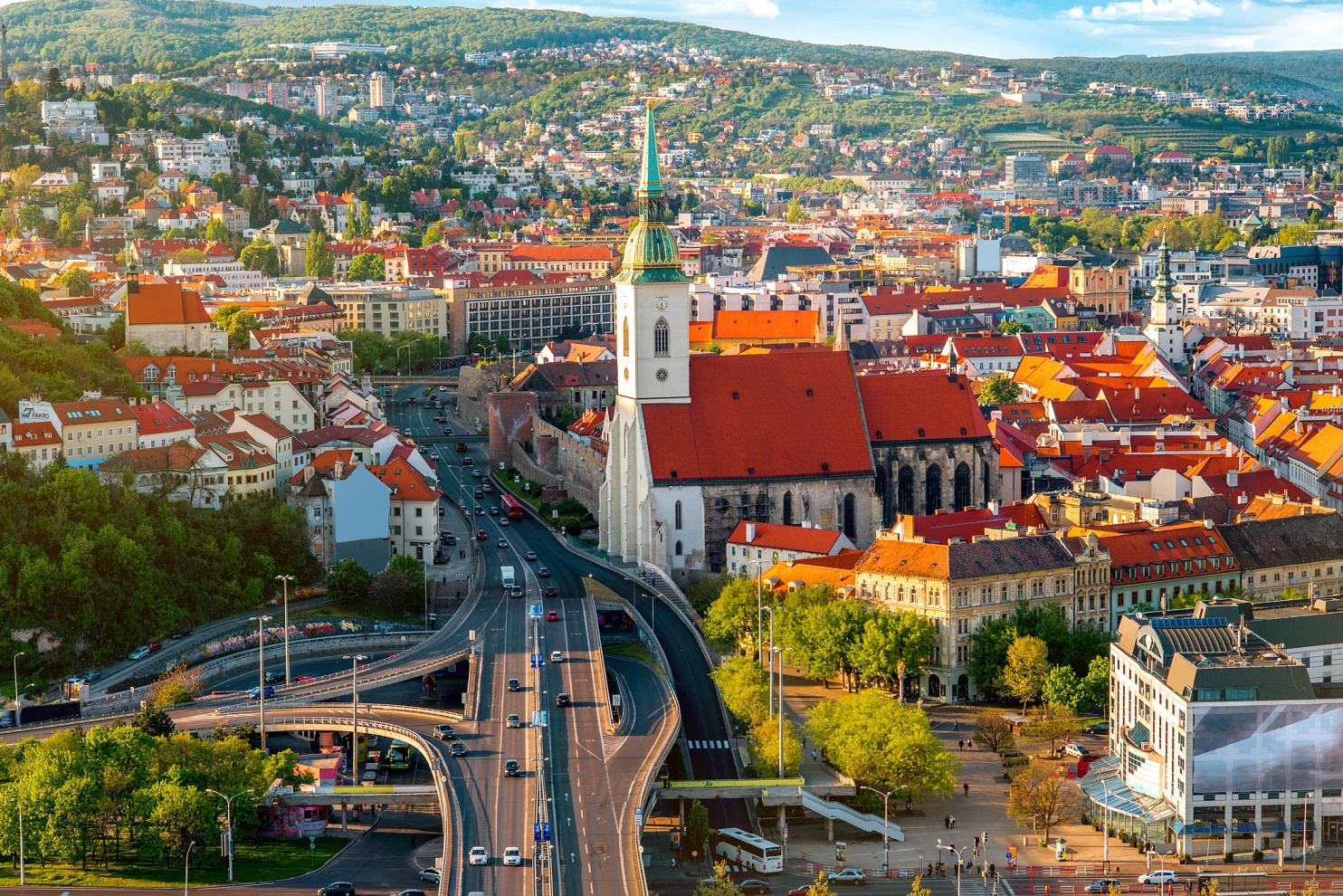 Словаччина дозволила в'їзд українським туристам