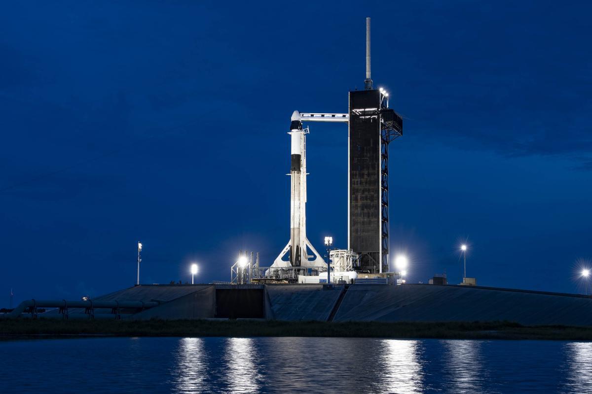 SpaceX відправила перших туристів на орбіту